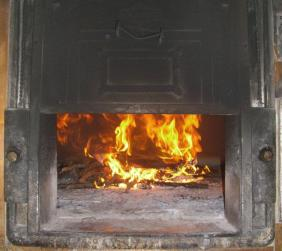 Le fascine nel forno a legna